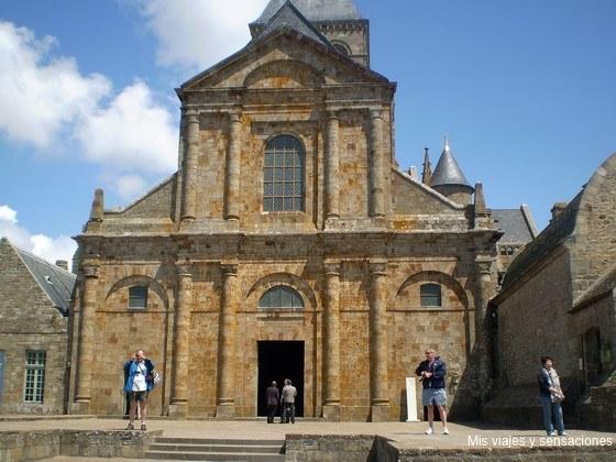 La iglesia abacia del Monte Saint-Michel, Normandía, Francia