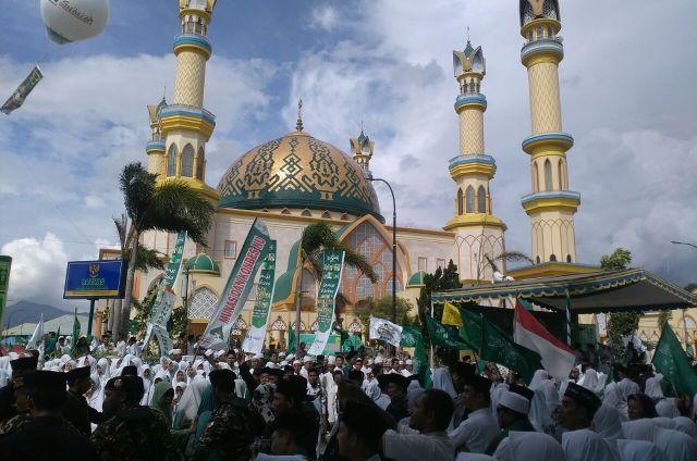 Antusiasme Puluhan Ribu Nahdliyin Lombok Ikuti Pawai Ta'aruf Munas dan Konbes NU