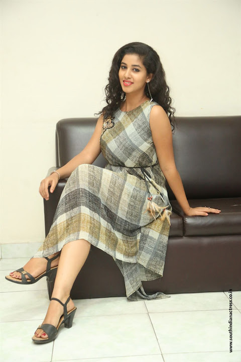 lovers club heroine pavani interview pos 10