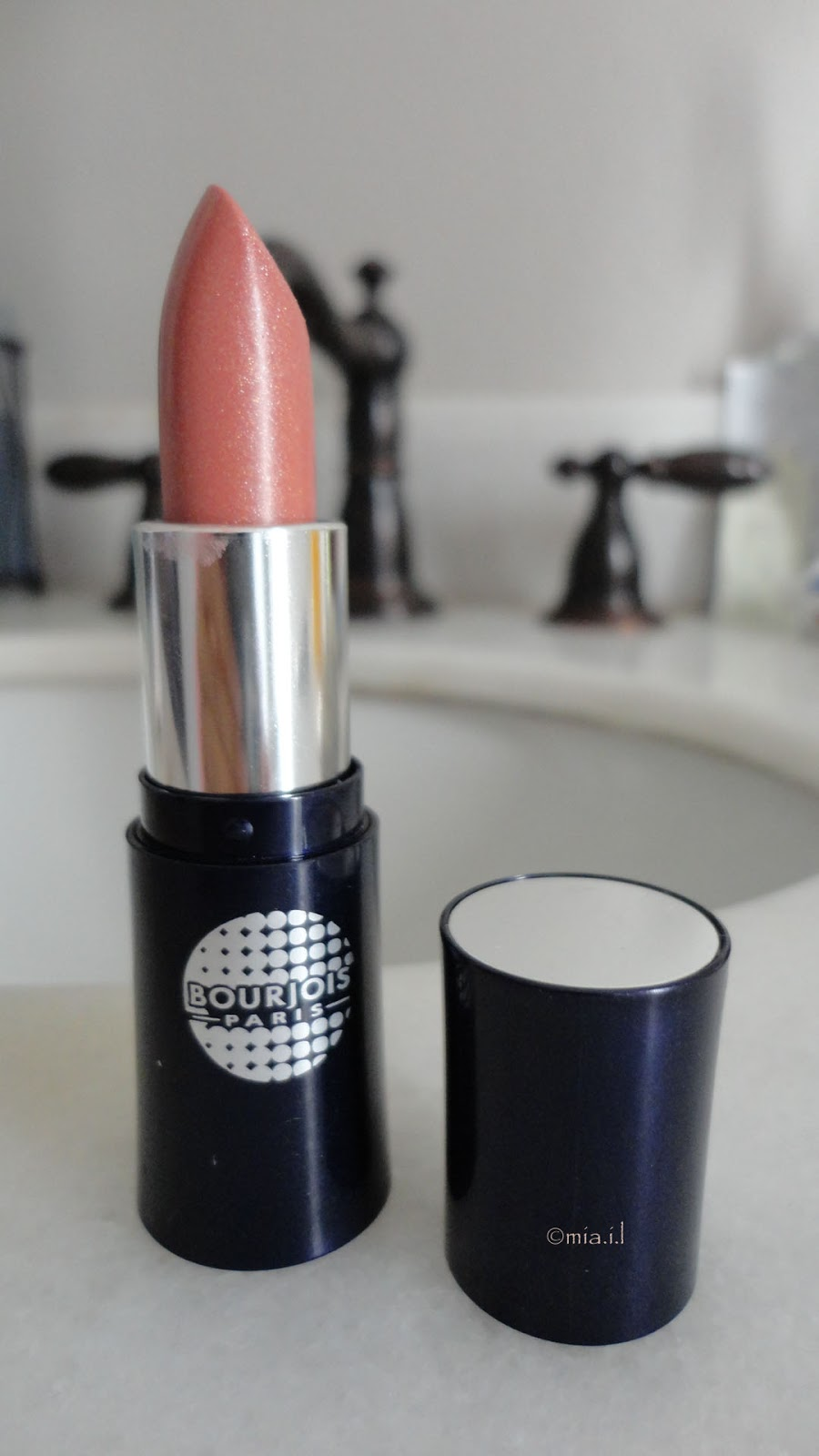 bourjois rouge a levres lipstick rouge clubbing 61 pretty nude. Black Bedroom Furniture Sets. Home Design Ideas