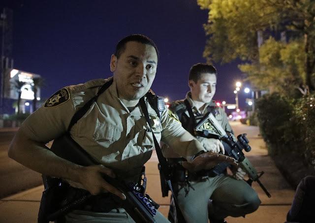 Ataque a tiros mais letal da história moderna dos EUA deixa pelo menos 50 mortos e 200 feridos.