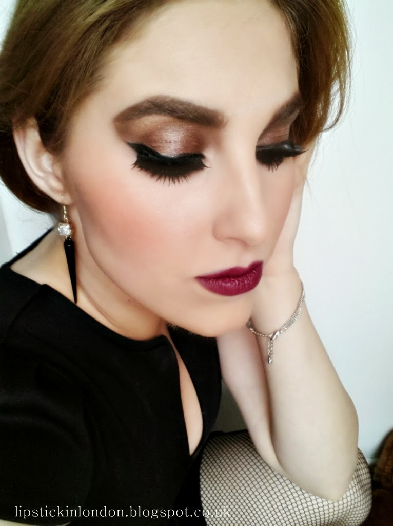 Lipstick In London: Fall Makeup Look With Berry Lips
