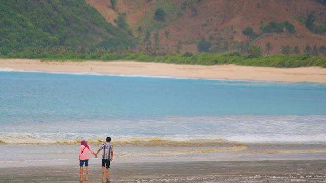 selong belanak beach lombok ntb