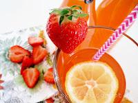 http://tradisjonskost.blogspot.no/2016/07/melkesyregjret-lemonade-med-jordbrsmak.html