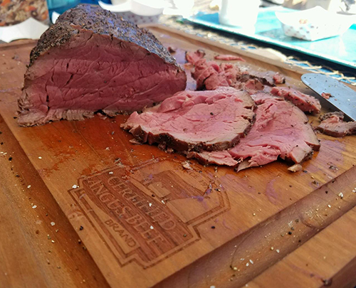 Slicing up the #bestbeef at the North Florida Big Green Egg Eggfest 2017