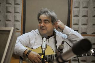 El cantautor Jordi Gomara nos presenta su música en directo