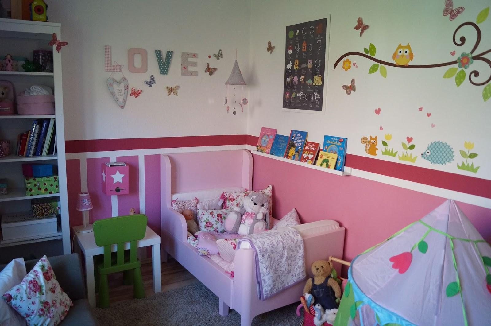 schlafzimmer farblich gestalten lila. Black Bedroom Furniture Sets. Home Design Ideas