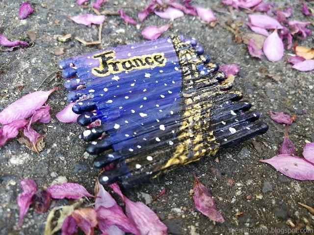 magnez France z wieżą Eiffla