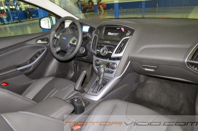 Novo Focus Hatch 2014 Branco - interior