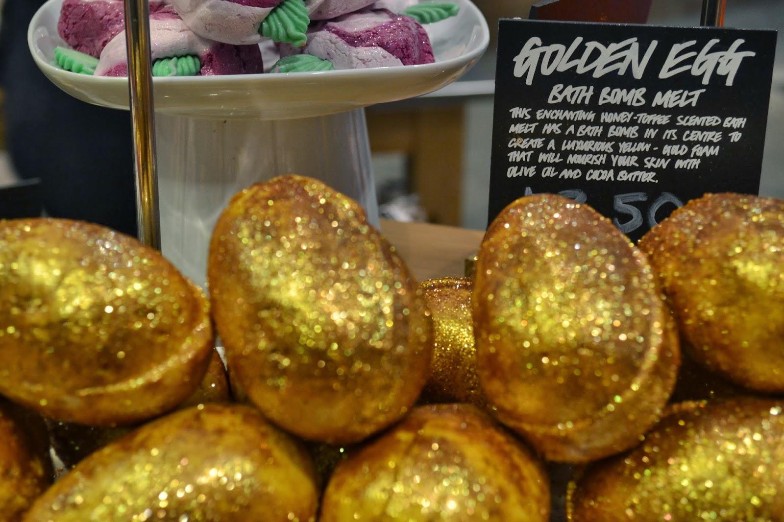 lush-golden-egg-bath-bomb