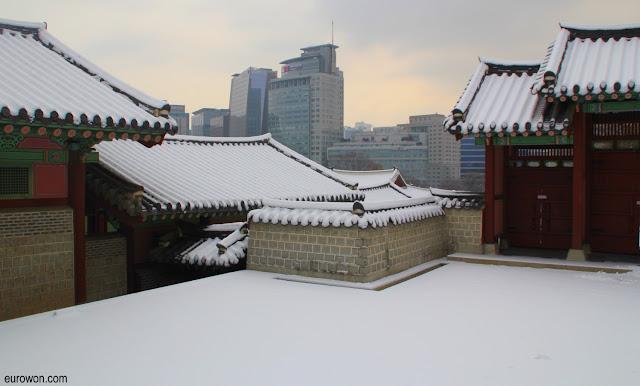 Centro de Seúl nevado