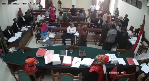 Viral, Detik-detik Guru Besar UIN Padang Meninggal di Persidangan Korupsi