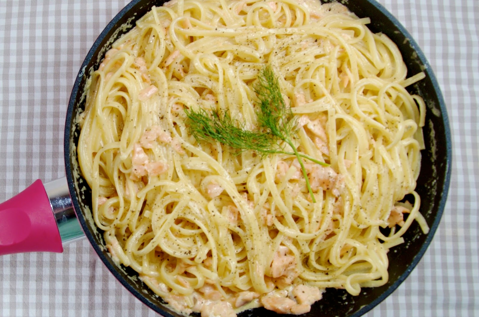 Linguine with smoked salmon in fuchsia frying pan