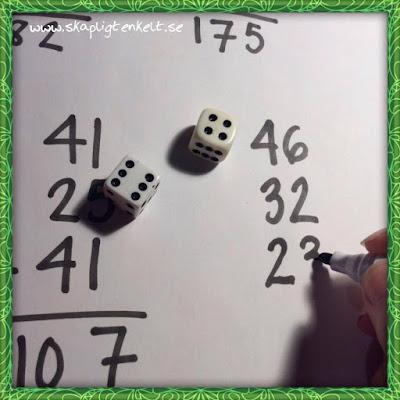 Pricka hundra - ett mattespel som tränar taluppfattning, positionssystem och addition.