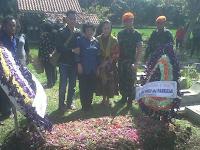 Tangis Keluarga Pecah dalam Pemakaman Praka Yudha