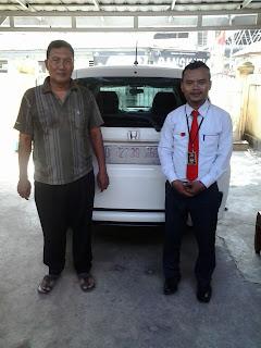 Serah terima mobil honda mobilio warna putih ke konsumen di Bekasi Timur