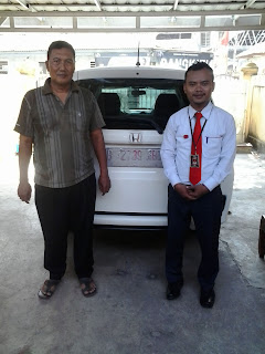 Pelanggan Pembeli Mobil Honda Di Dealer Honda Bekasi
