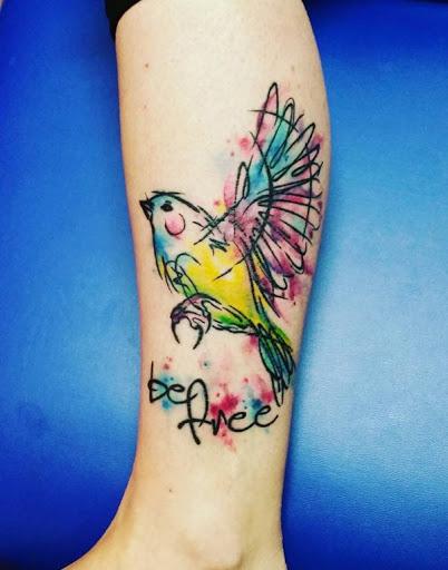 Aves como as tatuagens são geralmente um sinal de liberdade, assim como o que a cotação de relés.
