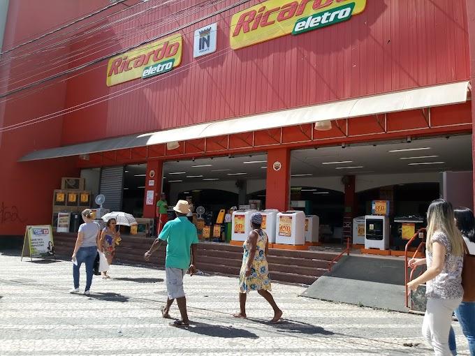 CRISE E DESEMPREGO | Lojas Insinuante limpam estoque e demitem em Conquista