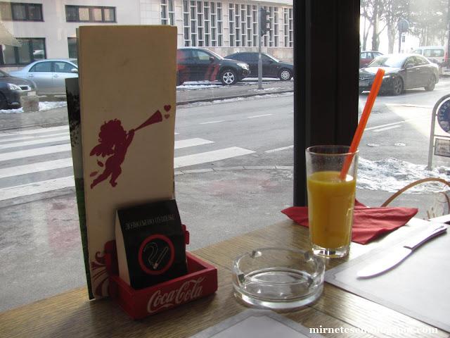 Сербия - прокуренные рестораны с грязными меню