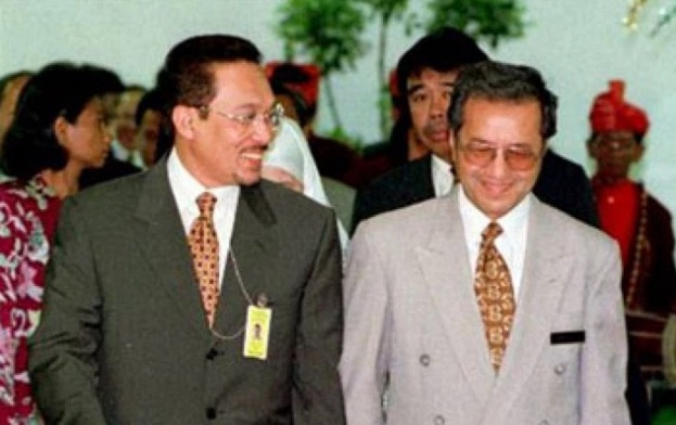 Tun M Takkan Maafkan Dosa Liwat Anwar