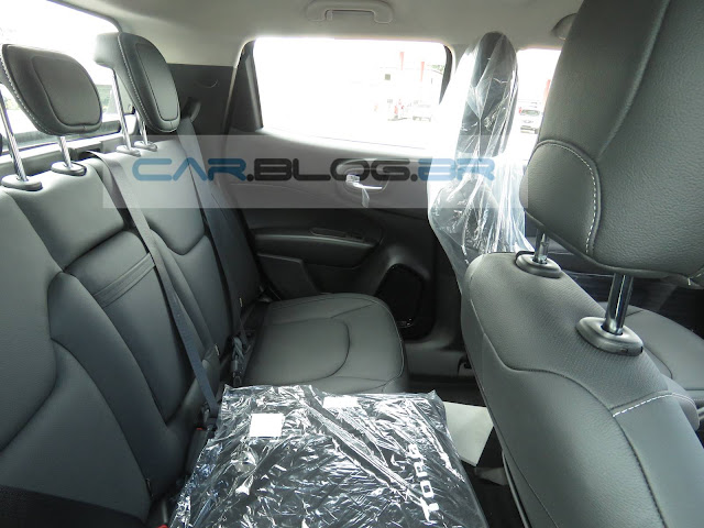 Fiat Toro Freedom Automática 1.8 Flex - espaço traseiro