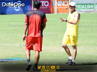 José Alfredo Castillo y Mauricio Soria en la práctica de Oriente Petrolero en San Antonio - DaleOoo