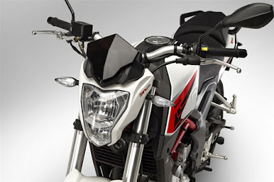 2016 Benelli TNT 15 front headlight
