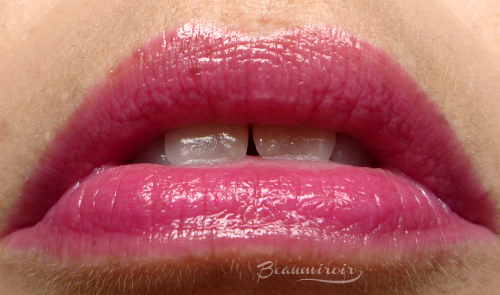 Lip swatch of Lancome Juicy Shaker lip oil in Bohemian Raspberry