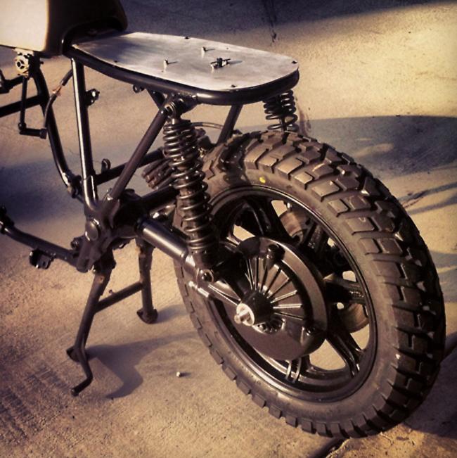 Yamaha XS850 cafe racer seat pan