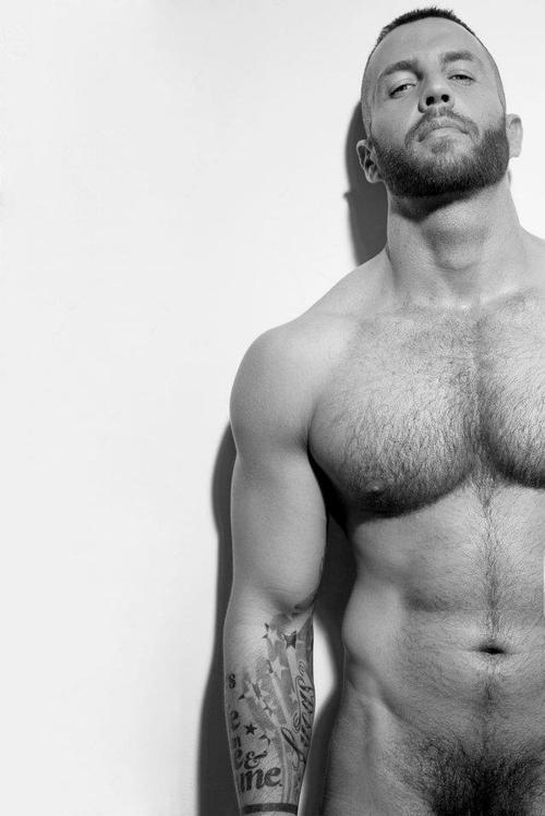 jovenes guapos gays depilados