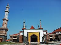 Masjid Agung At Taqwa: Masjid Megah di Cirebon yang Sayang Dilewatkan