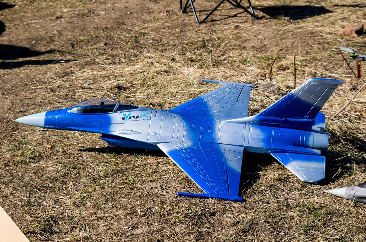 Starmax F-16 90mm EDF Jet - Light and powerful    (in