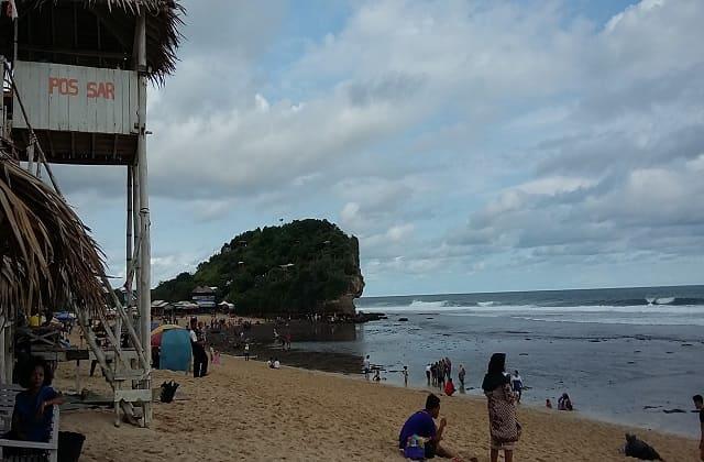 Wisata Pantai Indrayanti, Spot Berburu Sunset Terbaik dan Kuta-nya Gunung Kidul yang Lagi Ngehits Banget