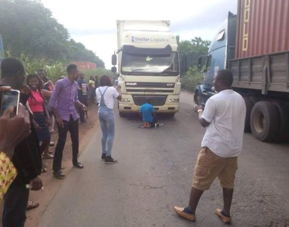 Truck-Driver-parked-his-truck-in-the-middle-of-road-to pray,-along-Ore--Ijebu-road
