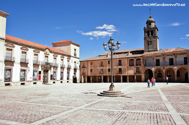 Plaza Mayor con palacio ducal de Medinaceli