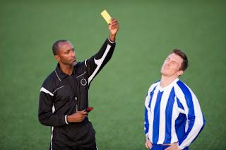 2 Macam Kartu Dalam Permainan Sepak Bola