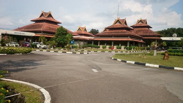 Arrival and Departure, Nongsa Pura Ferry Terminal, Batam - Image: Author