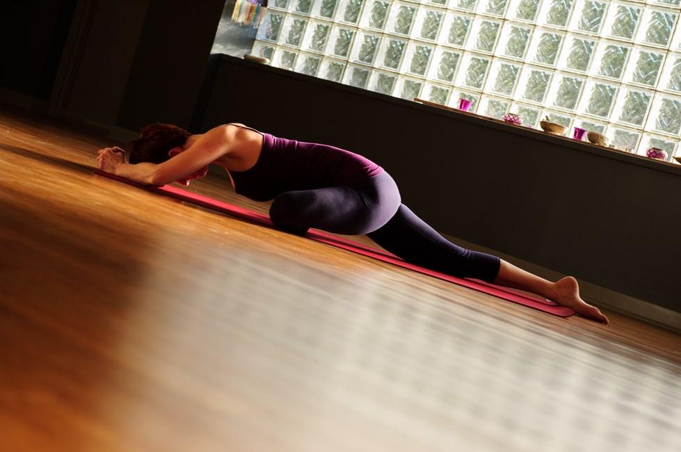 Otot Paha Mulus Wanita dalam Yoga Manfaat Pose Yoga untuk Kesehatan Tubuh dan Tips memilih pakaian Yoga