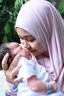 #MomentPertama #PakaiPampers Moment pertama foto bersama bayi