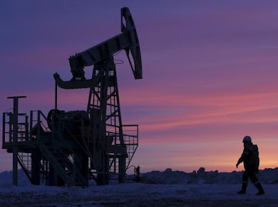 Oil prices plunge after disappointing stockpile data
