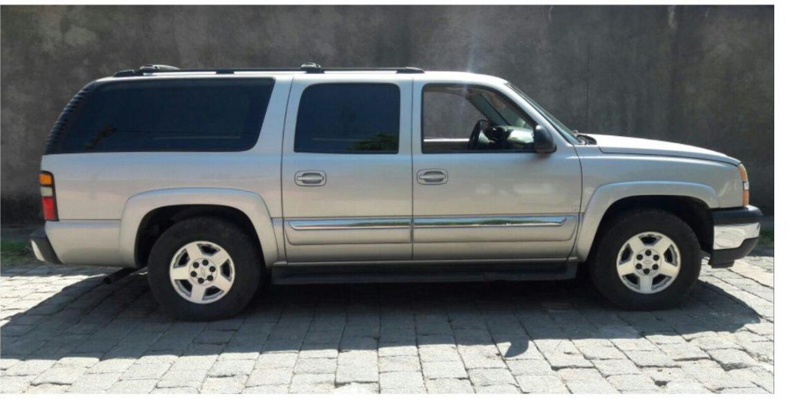 Hallan cinco presuntos miembros ejecutados del CJNG al interior de camioneta, en Michoacán
