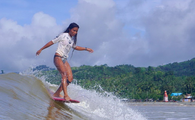 Xvlor.com Doot Poktoy is Lanuza surfing grounds on 17 kilometer coast