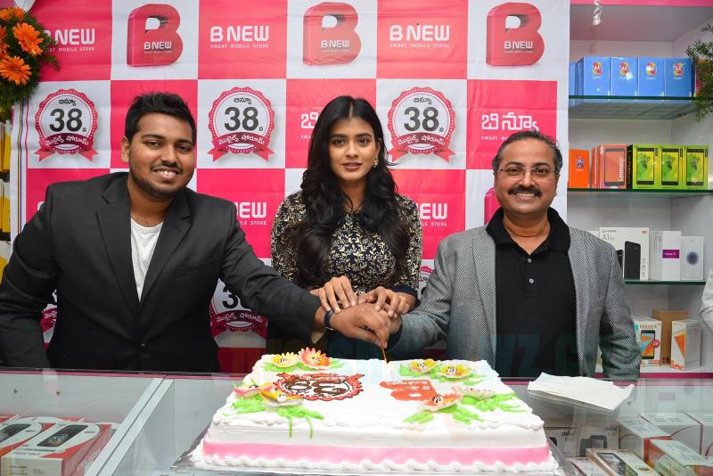 Hebah Patel Chirala B New Store Launch Stills - Latest Movie Updates, Movie Promotions, Branding -6273