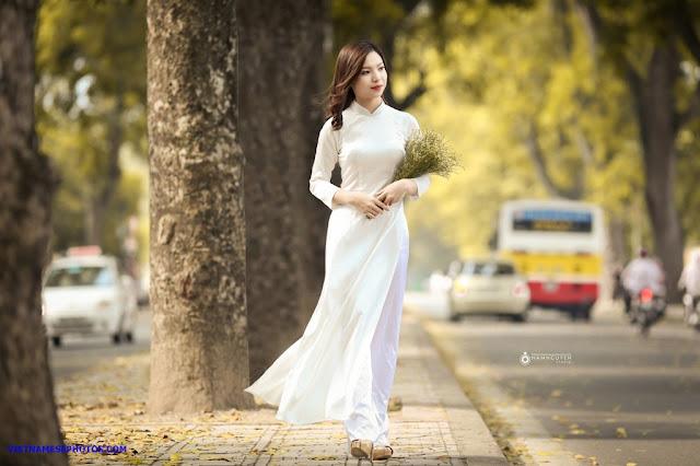 Vietnamese teen girl walking on the street with white ao dai 3