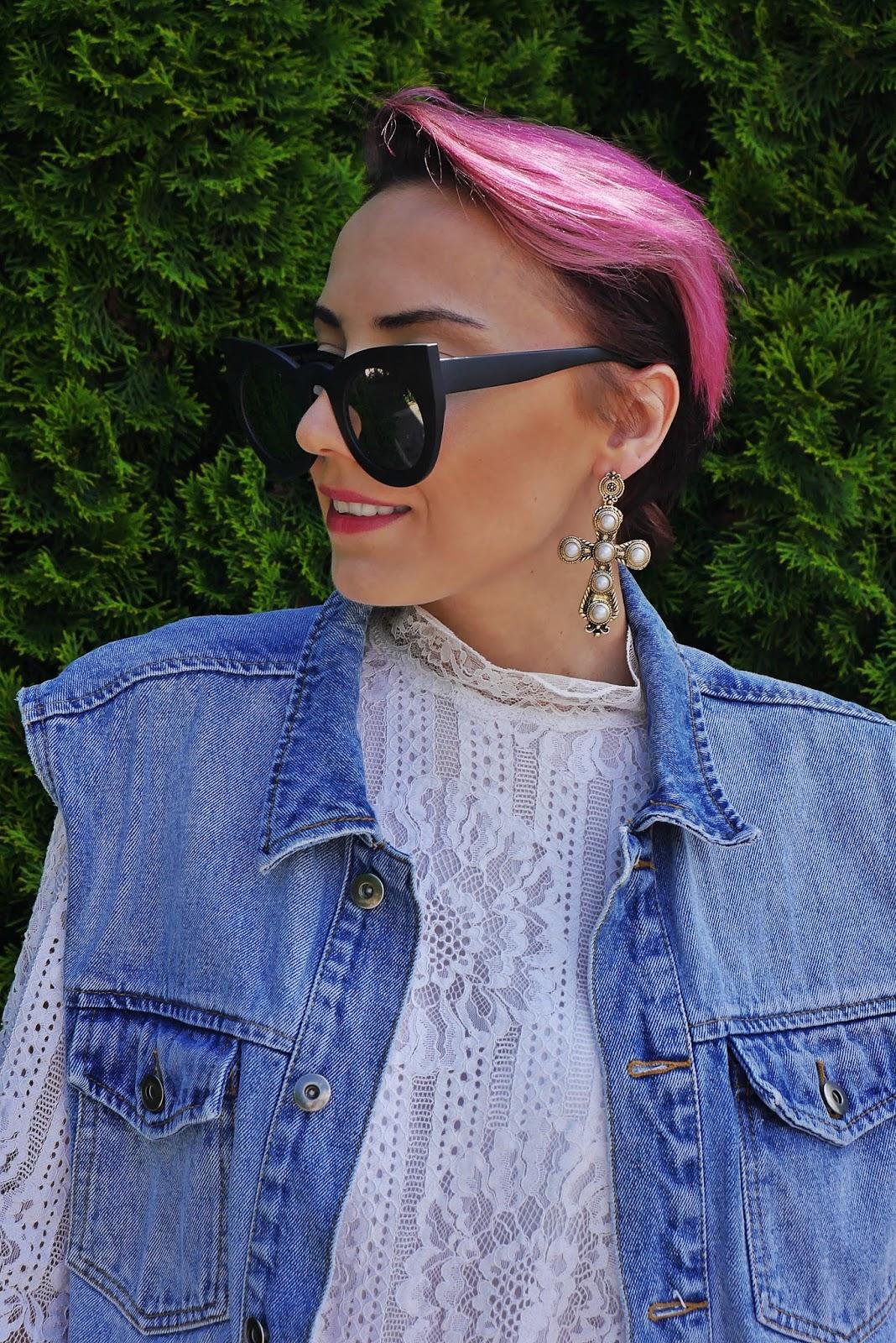 lace_dress_transparent_yezzy_shoes_karyn_blog_modowy_oversize_denim_220617a