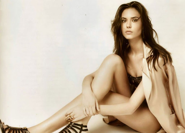Hollywood Actress Odette Annable Hot Pics