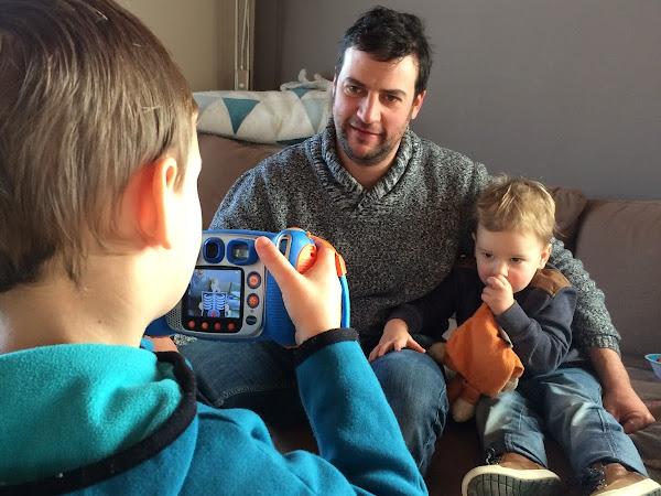 Een kleine fotograaf in huis met de Vtech Kidizoom camera