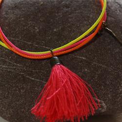 Bracelet en cordon ciré fluo pour fille