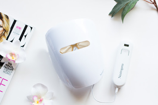 The Neutrogena Light Therapy Acne Mask